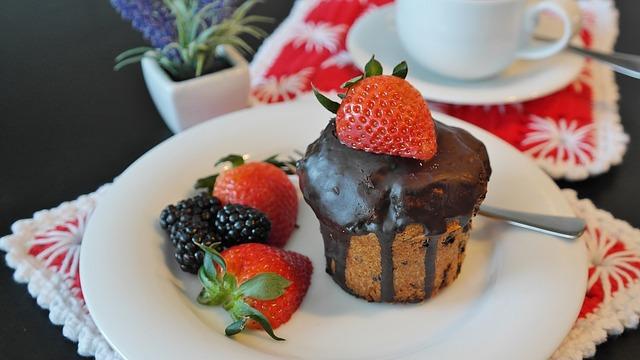 čokoládový dortík s jahodou.jpg