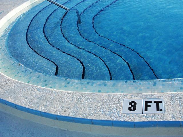 značení u bazénu