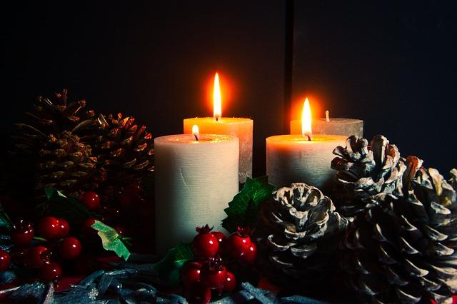 šišky na svícnu